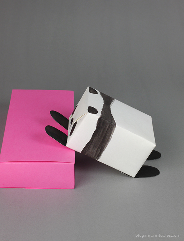 diy-animal-gift-panda-climbing